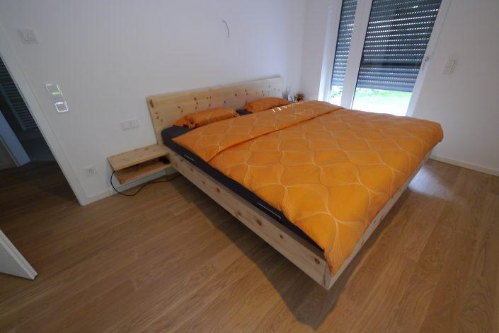 Schreinerbett - Bett Zirbe massiv