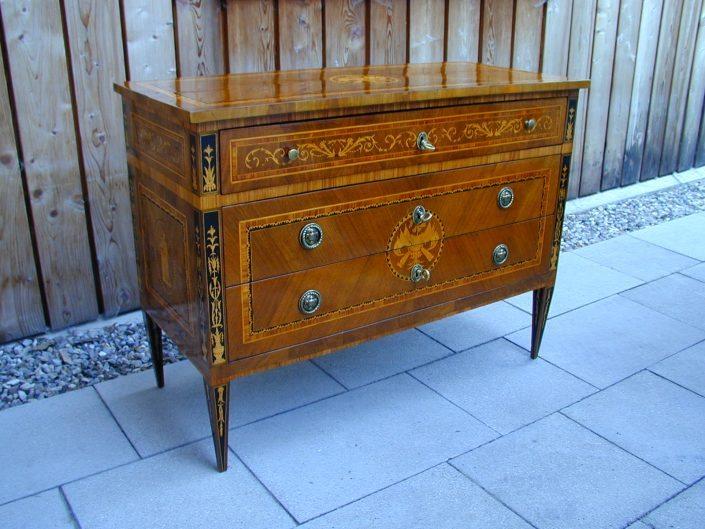 alter Holzschrank restaurieren - Möbelrestaurator München